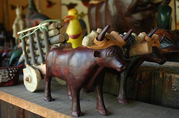 Artesanías de madera - Fotos de Pucón - Archivo wc-4134